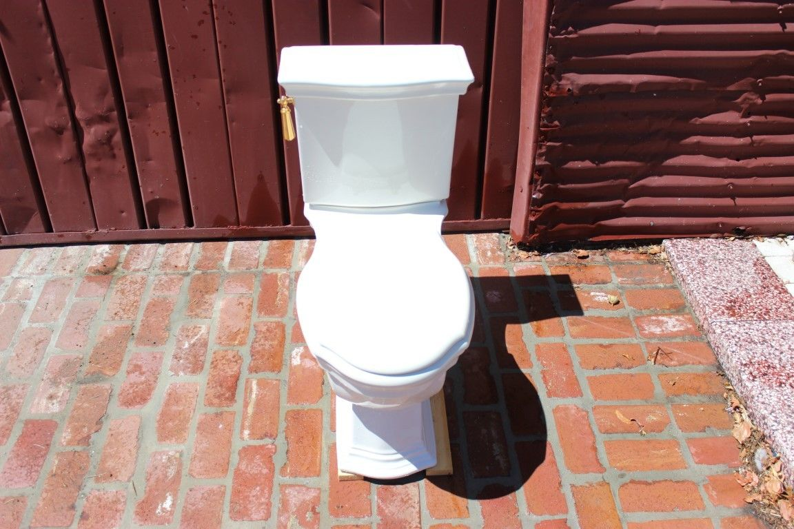 Kallista Toilet [22 41 16.10-0001] : Placmakers Inc., Materials