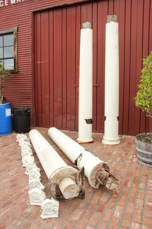 Antique Redwood Columns 06 44 39 20 0001 Placemakers